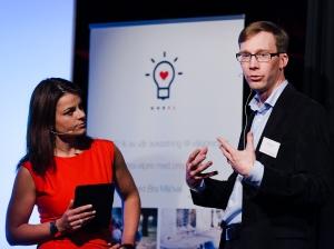 Moderator Anna Bellman och Stefan Krook, grundare God El